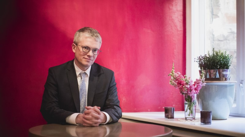 Juhtkiri | Minister ei tohi istuda korraga kahel toolil