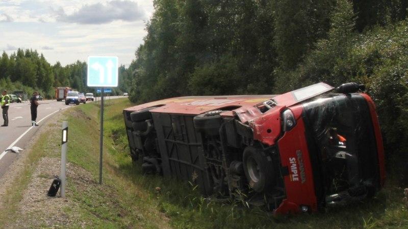 FOTOD   Jõgevamaal põrkasid kokku liinibuss ja sõiduauto