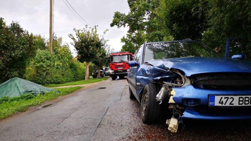 GALERII | Türil põrkasid autod ristmikul kokku