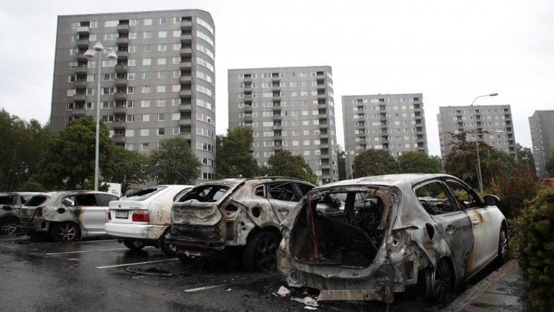 FOTOD JA VIDEOD | Rootsi peaminister ligi 100 auto süütamisest: mida kuradit te teete?!