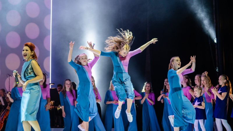 GALERII   Andekas järelkasv: Birgitta festival tõi lavale Hanna-Liina Võsa muusikalikooli 80 kasvandikku