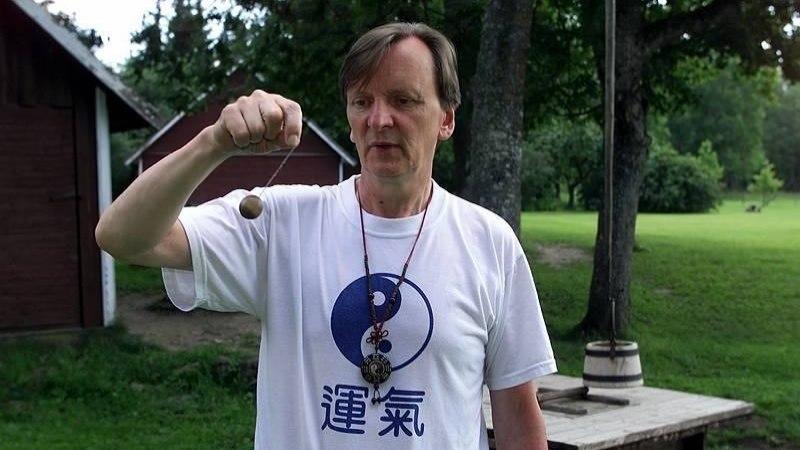 Suri pendlimees Rein Weber, kes oli Sõõrumaa vaimne isa ja feng shui maaletooja Eestis