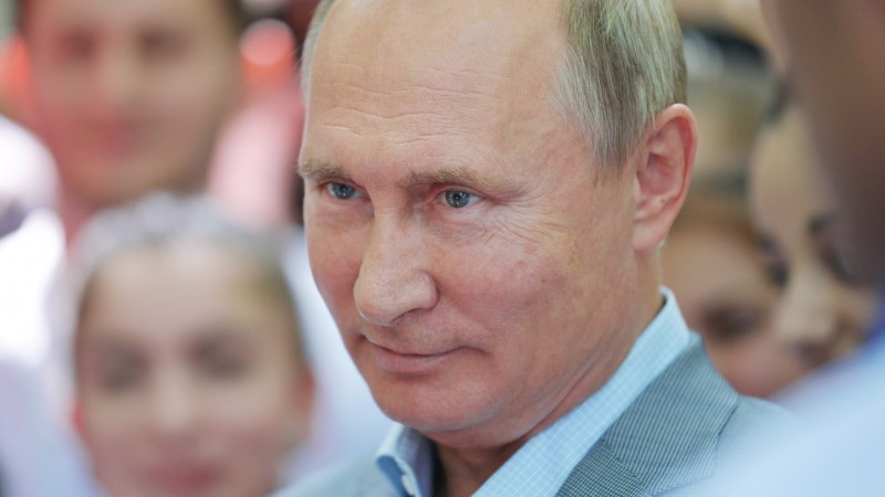 Названа стоимость свадебного подарка Путина