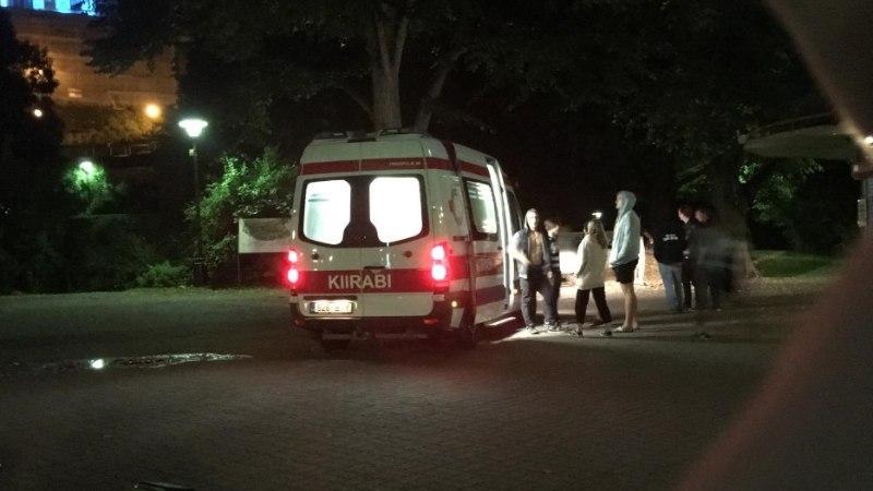 HIRMUNUD PEALTNÄGIJA: Šnelli pargis ahistati tüdrukut, kes hüsteeriliselt nutvana kiirabisse toimetati