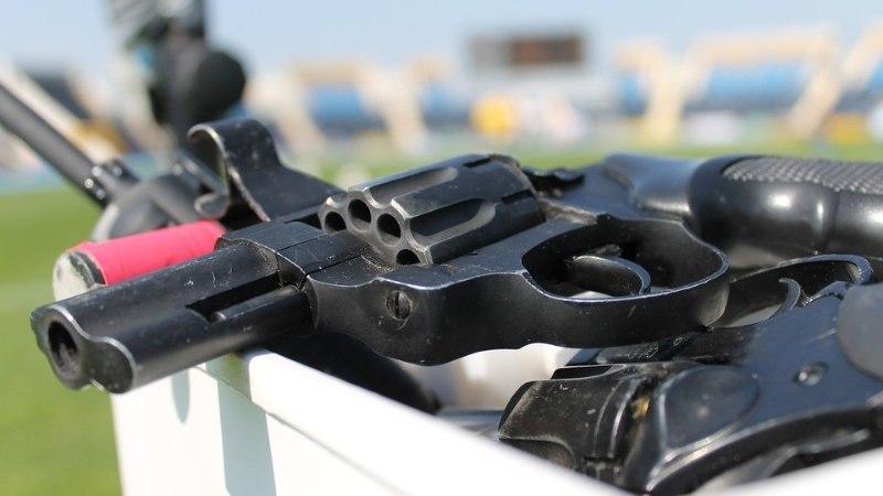 В Кохтла-Ярве задержали мужчину за стрельбу из стартового пистолета