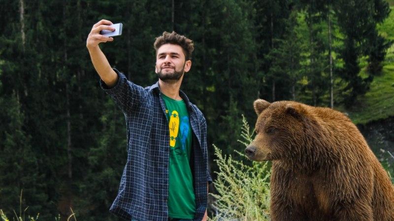 VIDEO | Mees, kes tegi karudega selfi, võib saada karistada