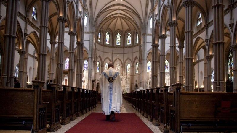 LASTE JA USALDUSE KURITARVITAJAD: pedofiilidest katoliku preestreid leiab igast ilmajaost