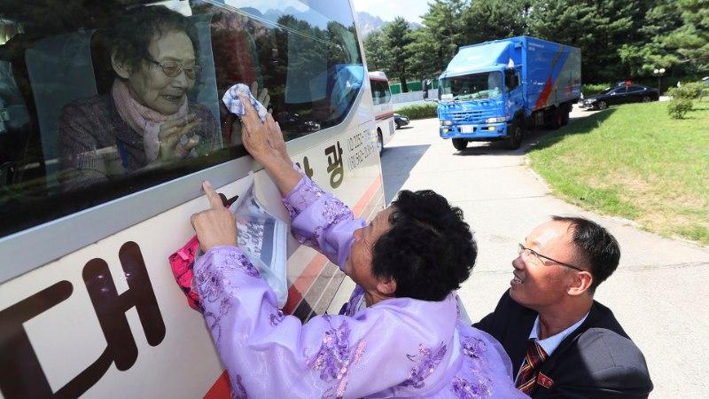 HÜVASTI, POEG! HÜVASTI, EMA! Kahe Korea lõhkikistud perekonnad kohtusid vaid viivuks