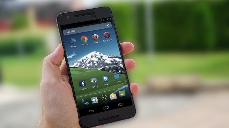 Android versus iOS: kumb rohkem omaniku järele nuhib?