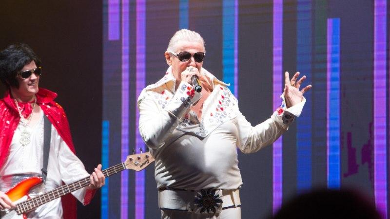 GALERII | MIS TOIMUB? Ghana prints Carl Danhammer tuli lavale Elvise kostüümis