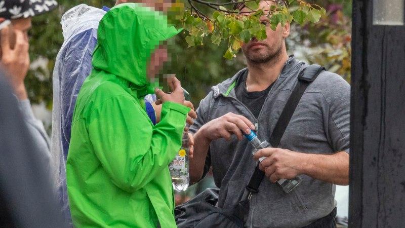 FOTOUUDIS   Kas väidetavalt alkoholiga lõpparve teinud Andrus Värnik nautis viina otse pudelist?