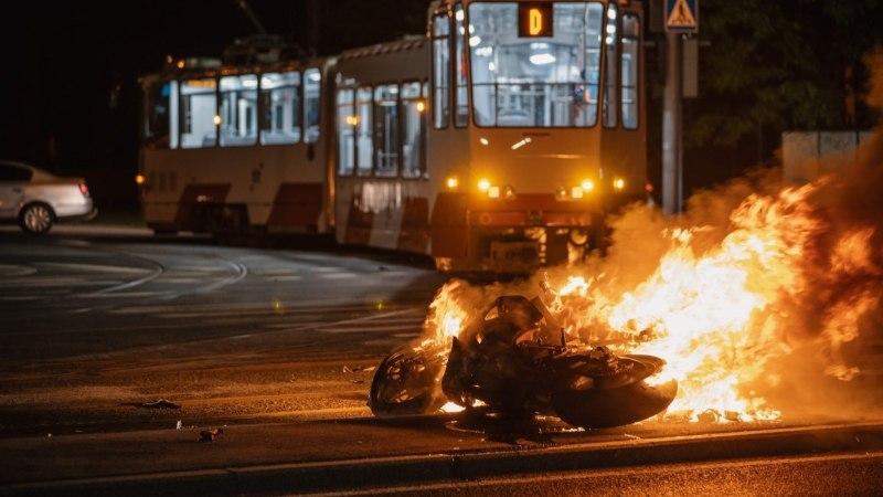 """Мама погибшего под трамваем мотоциклиста: """"Он был слишком молод, чтобы умереть!"""""""