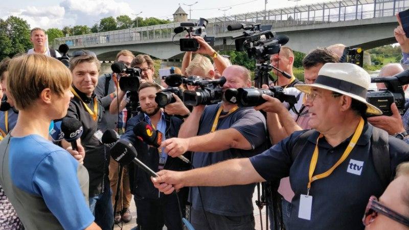 VIDEO | Ka kõige pisemad ei peljanud Narva promenaadil jalutaval presidendil kätt suruda