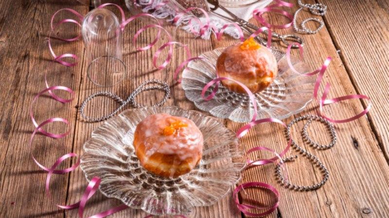 Kartuli-äädikasalat, moosipall ja lavaširull Viini moodi