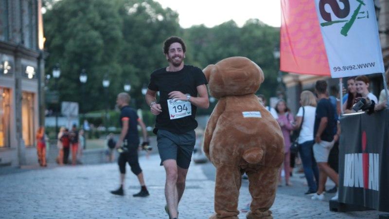 GALERII | IRONMAN triatlonfestivali heategevusjooks startis päikeseloojangul