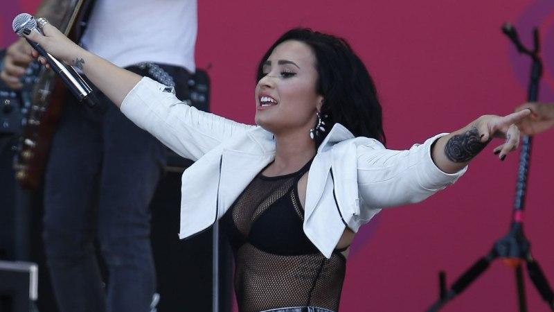 Lähedased: Demi Lovato elu võib päästa vaid karjääri  lõpetamine