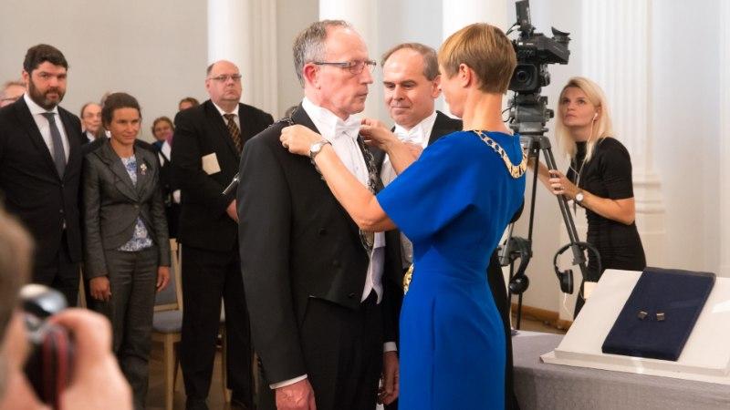 AUGUST PILDIS | Peaminister näitas rannavormi, president Kaljulaid ja Rootsi kroonprintsess said merel märjaks