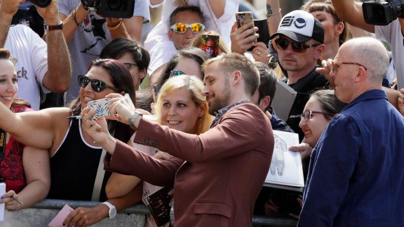 ÕL VENEETSIAS | NAGU FILMIS: Ryan Gosling saabus festivalile gondlis
