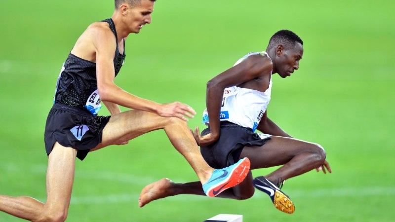 VIDEO   SAAB KA ILMA! Keenia sportlane võitis vaatamata tossu kaotamisele 3000m takistusjooksu