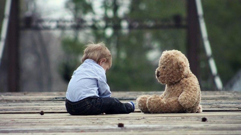 Haruldase haigusega väikelaps vajab annetajate abi ajuoperatsiooniks Prantsusmaal