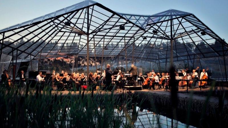 GALERII | Leigo Järvemuusika köitis publikut muusika ja valguse vaatemänguga