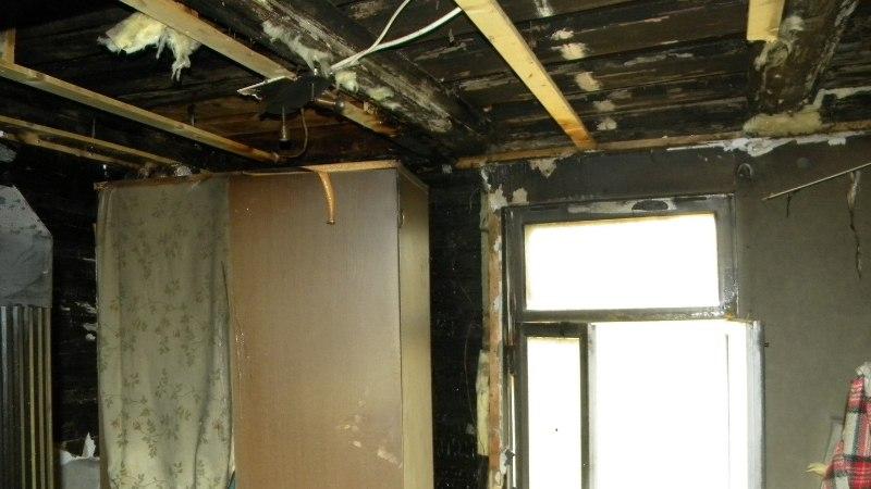 FOTOD | Põltsamaal süütas majja löönud äike toa