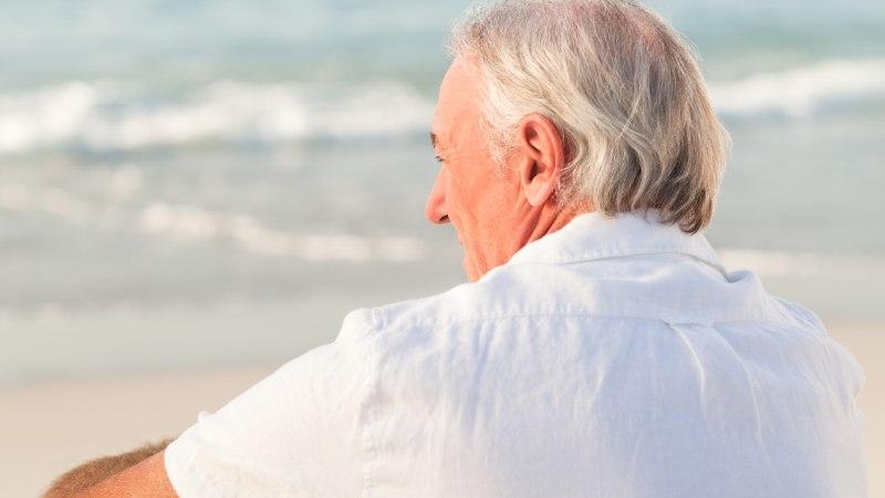 KUSTUMATU ARMASTUS: mees käib oma surnud naise fotoga iga päev rannas