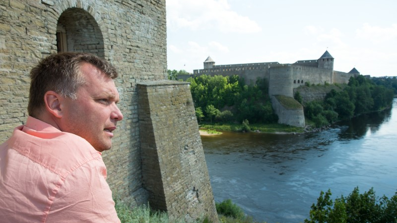 """Muuseumijuhist ooperilaulja Ivo Posti: """"Venemaa lähedus ehmatab inimesi ja on Narva üks suuremaid atraktsioone."""""""