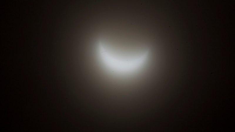 JÄRJEKORDNE VARJUTUS: laupäeval näksab Kuu ära osa Päikesest