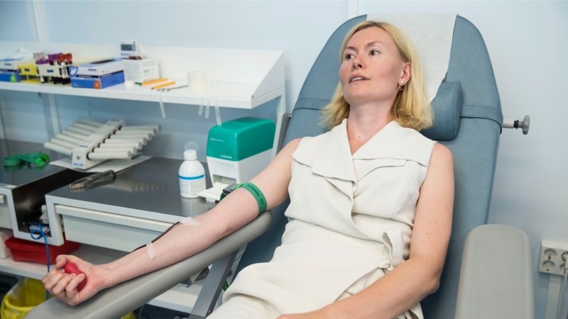 ÕL VIDEO JA FOTOD |  Minister Riina Sikkut käis verd andmas