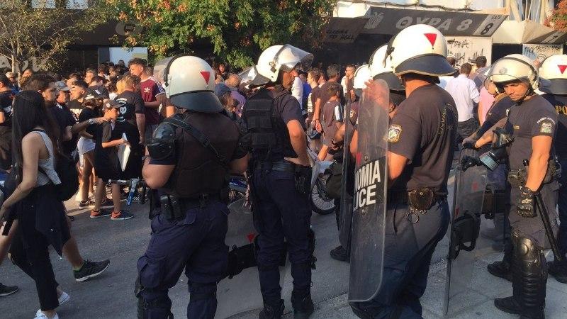 Kreeka jalgpalliklubi fännid tungisid Meistrite liiga mängu eel Vene ajakirjanikele kallale!