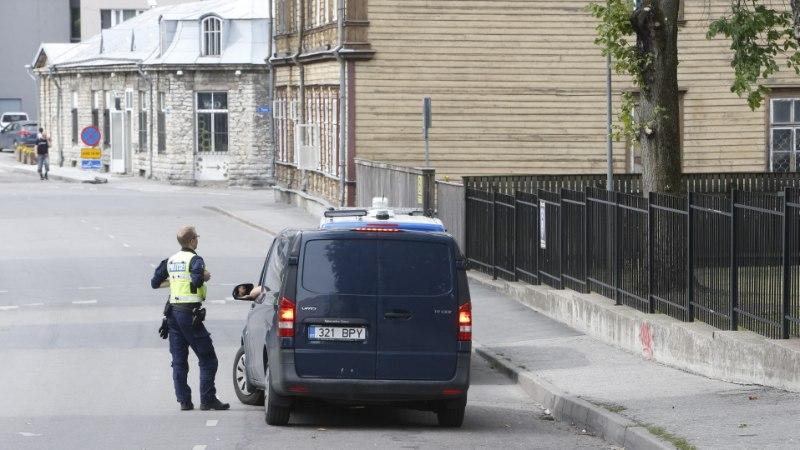 FOTOD SÜNDMUSKOHALT | Mardi tänava lasteaia  juures suri kinnipidamisel mees