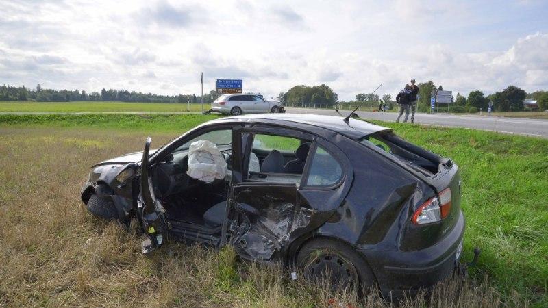FOTOD JA VIDEO | Viljandimaal sai kahe auto kokkupõrkes inimene vigastada