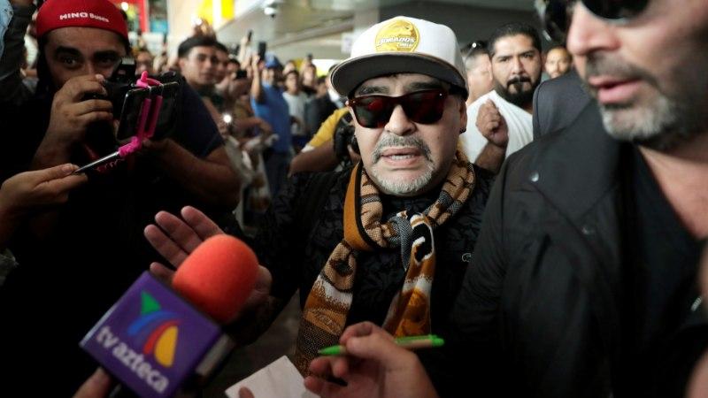 VIDEO | Uue tööposti leidnud Diego Maradona võeti lennujaamas uhkelt vastu
