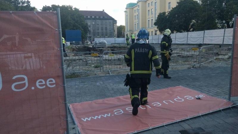 GALERII   Tammsaare pargis toimunud varingus hukkus inimene