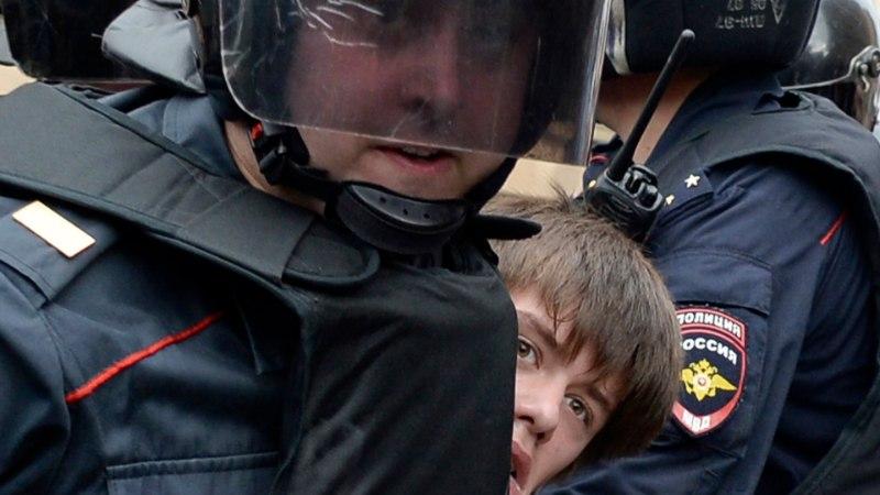 Более 1000 человек задержали в ходе протестов в России