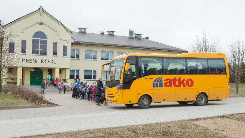 В Эстонии детей развозят по школам на старых неисправных автобусах