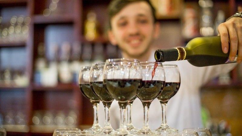 Город Таллинн предоставил барменам право бесплатного проезда