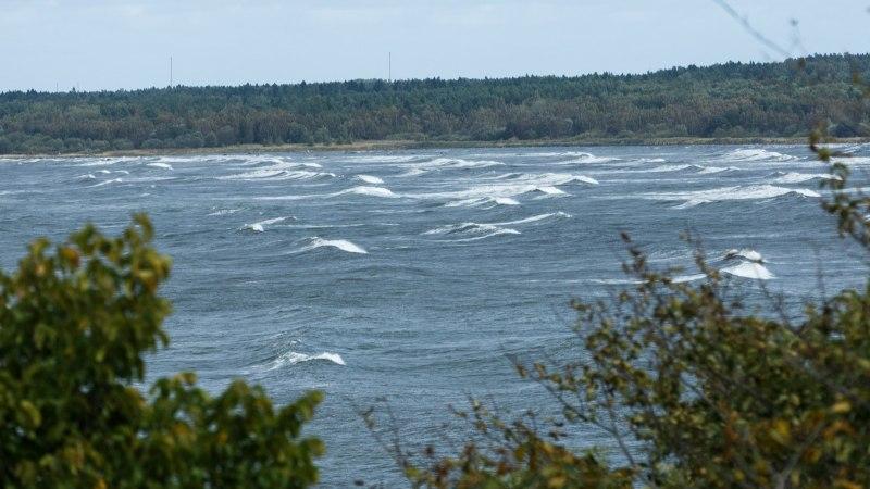 FOTOD   Tormituul rõõmustab surfareid