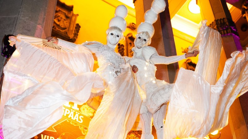 Смотри, как самая популярная вечеринка Танцевальный рай превратилась в белоснежную сказку!