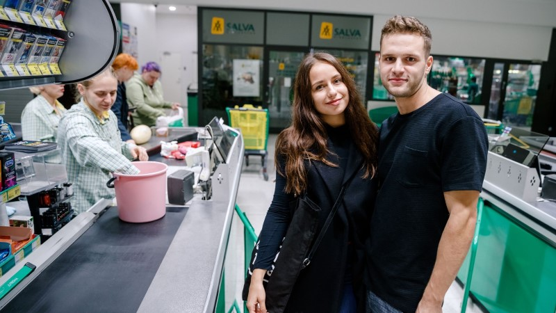 Галерея: открытая всю ночь Lasnamäe Prisma привлекла покупателей