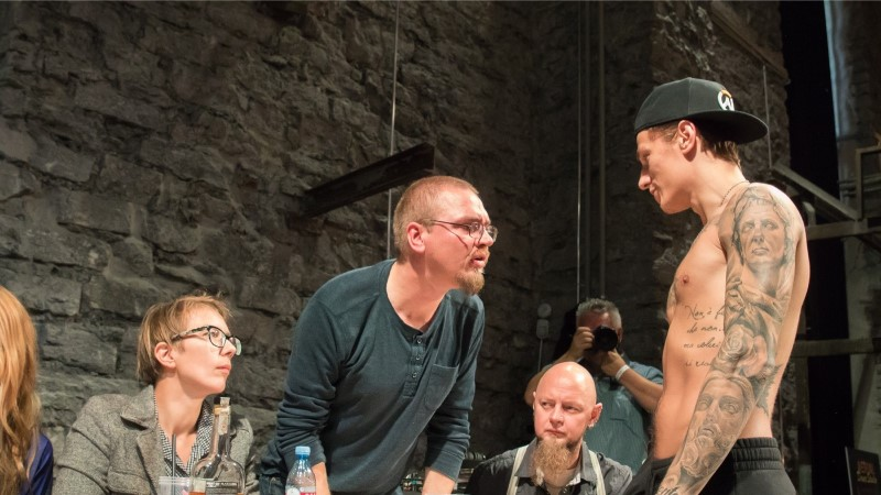 ÕL VIDEO   Enneolematu! Tallinnas toimuval tätoveerimisfestivalil saab end poksiringis proovile panna
