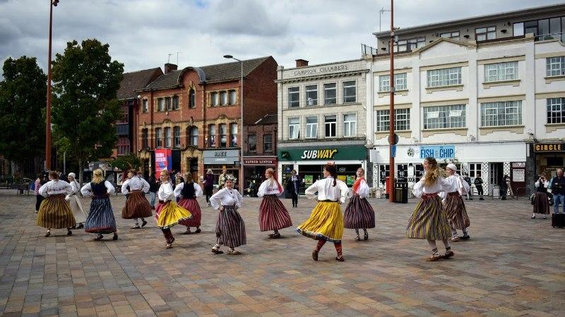 GALERII | Inglismaal juubeldasid Euroopa eestlaste laulu- ja tantsupeol koorid ja tantsurühmad neljateistkümnest riigist