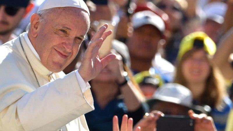 Paavst uurib kohtumisel Eesti noorte muresid