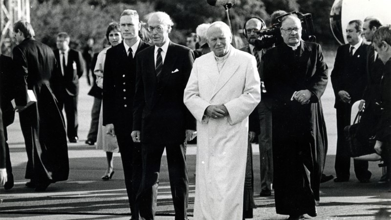 Vatikan kubiseb saladustest ja skandaalidest