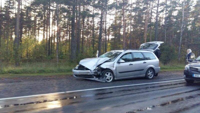 FOTOD | Tallinnas Viljandi maantel juhtus avarii, teel on ummik!