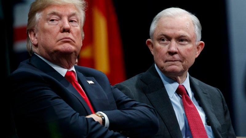 """TRUMP: """"Mul ei ole enam justiitsministrit. See on jube kurb."""""""
