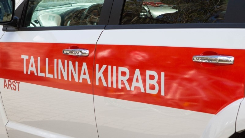 В Маарду мужчина выпал из окна, тяжело пострадав