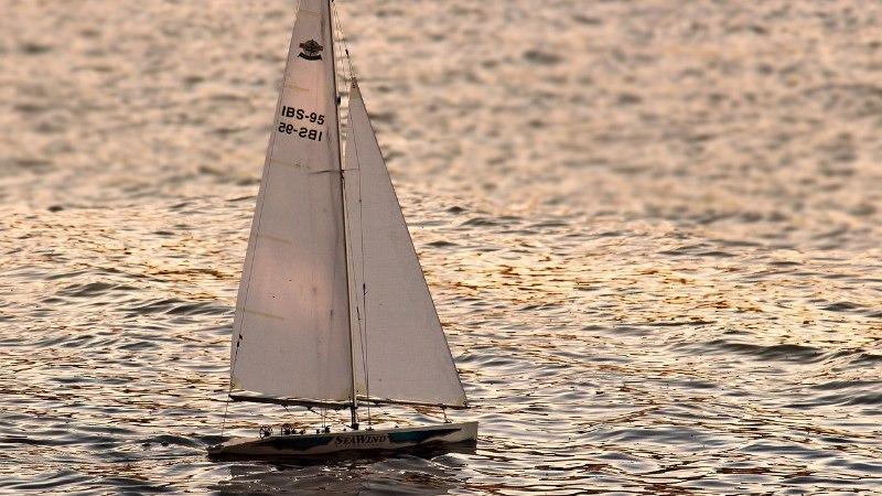 В Балтийском море потерпела крушение яхта: капитан погиб, пассажир пропал