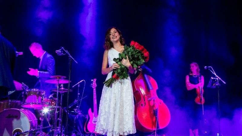 GALERII | Birgit Sarrap tähistas 30. sünnipäeva plaadiesitlusega
